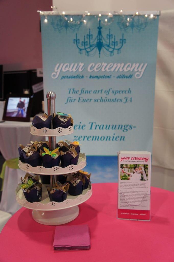 Tisch mit Kuchen auf der Hochzeitsmesse Siegen